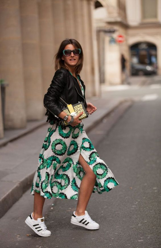 10 ways to wear sneakers with a dress | Chai High borrows this image from becomechic.com